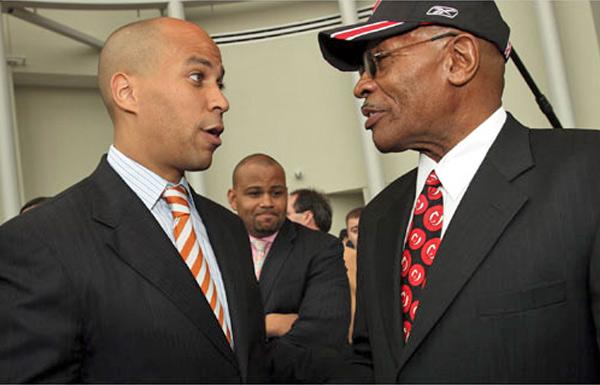Sharpe James: Cory Booker será melhor senador que prefeito