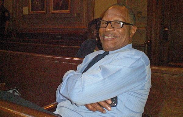Ex-prefeito Sharpe James apoia Cory Booker em disputa ao Senado