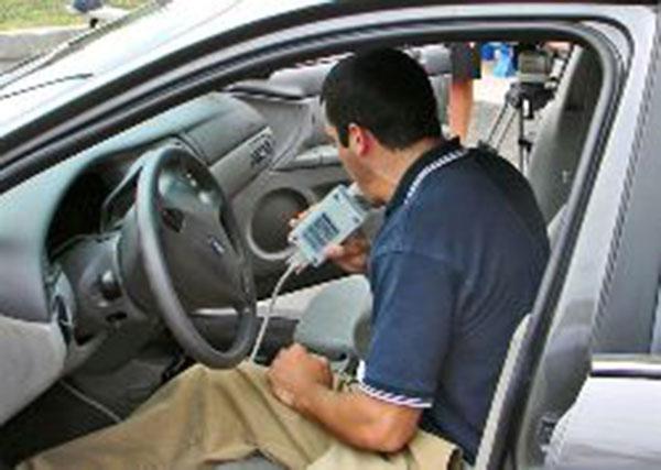 """Deputados querem motoristas com """"bafômetro"""" nos carros"""