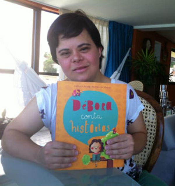 Além de escritora, Débora Seabra trabalha como professora assistente em um colégio particular em Natal (RN)