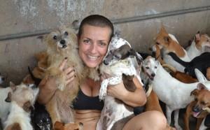 """Gisela Tacao é considerada uma salvadora de animais """"em série"""" para as pessoas familiarizadas com sua história"""