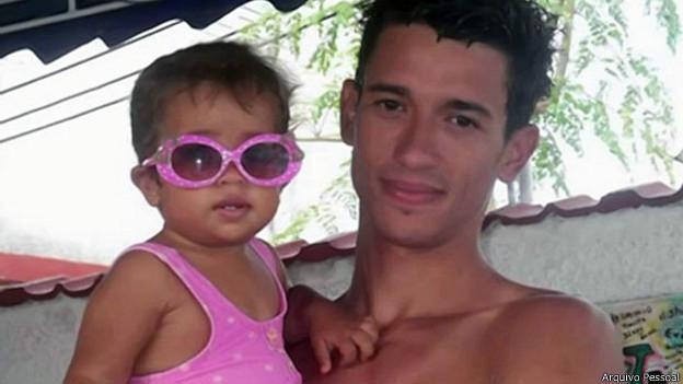 Jovem cubano faz travessia de 4 dias em prancha de windsurf para chegar aos EUA