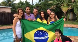 Juliana de Oliveira (centro) e a Amigos em Miami