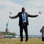Os 40 novos cidadãos americanos fizeram o juramento de aliança em frente a um dos cartões postais mais famosos dos EUA