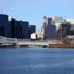 Aproximadamente, 1 terço da população de Newark, calculada em 277 mil, é latina e o Ironbound concentra a população de língua portuguesa na região