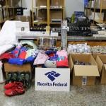 Na sala de apreensões e retenções da Receita Federal no Terminal 2 de Cumbica é possível encontrar eletrônicos, roupas, joias, maquiagem e até drones