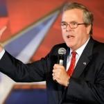 Bush falou por alguns minutos do alto de um pódio e depois posou para inúmeras fotografias e respondeu perguntas dos repórteres