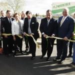O Governador Chris Christie cortou a fita inaugural da NJ Turnipke, cujas pistas no sentido norte serão abertas ao tráfego no domingo (26)