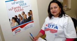 A ativista comunitária Graciela Cabrel, do grupo Mi Família Vota, que tem como objetivo cadastrar eleitores latinos