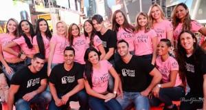 Jovens candidatos aos concursos Miss e Mister Brasil 2014 na Times Square, no coração de Nova York