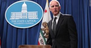 Na Califórnia, o Prefeito Jerry Brown assinou a proposta que permite os imigrantes indocumentados residentes no estado aplicarem para a carteira de motorista