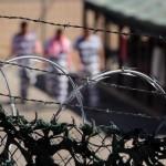Segundo o novo programa, os agentes federais continuarão a analisar as impressões digitais e, em alguns casos, continuar a pedir à polícia local para manter alguns detentos além do tempo determinado de suas sentenças