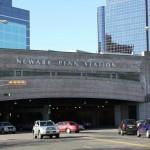 O indivíduo, cujo nome não foi divulgado, foi atingido aproximadamente às 9:50 pm na quinta-feira (27) na linha férrea elevada na parte oeste da Penn Station de Newark