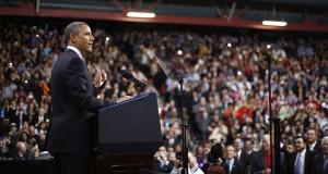 """""""Aprove (Congresso) uma proposta"""", disse em alto som Obama a cerca de 1.600 pessoas no auditório da escola secundária Del Sol. """"Você não precisa me chamar para votar em um projeto de lei. Aprove uma proposta"""""""