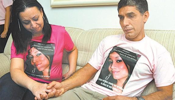 Os pais de Jhessica, João Vieira da Silva e Cristina Freitas Almeida da Silva, rejeitam a versão de suicídio divulgada na ocasião pelas autoridades norte-americanas