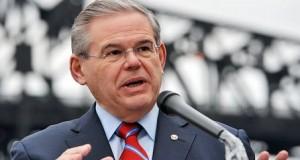 O Senador Robert Menendez (D-NJ) está entre o grupo formado para defender os interesses de uma reforma migratória ampla contra a oposição republicana