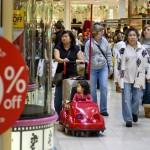 Outro fator levado em consideração é a chegada das comemorações de final de ano, que aumenta consideravelmente o movimento no comércio com a compra de presentes natalinos