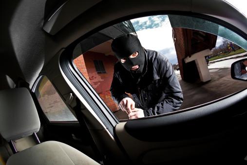 Violência em Arcoverde: Cantor George Silva tem carro arrombado e pertences roubados no Centro da cidade