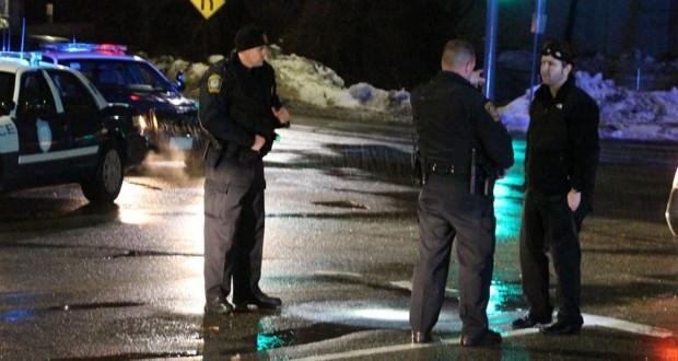 A polícia foi acionada depois que uma testemunha viu Fernando Rodrigues, de 28 anos, debruçado no volante de seu veículo no cruzamento da Rota 28 e Bearses Way, em Hyannis (MA)