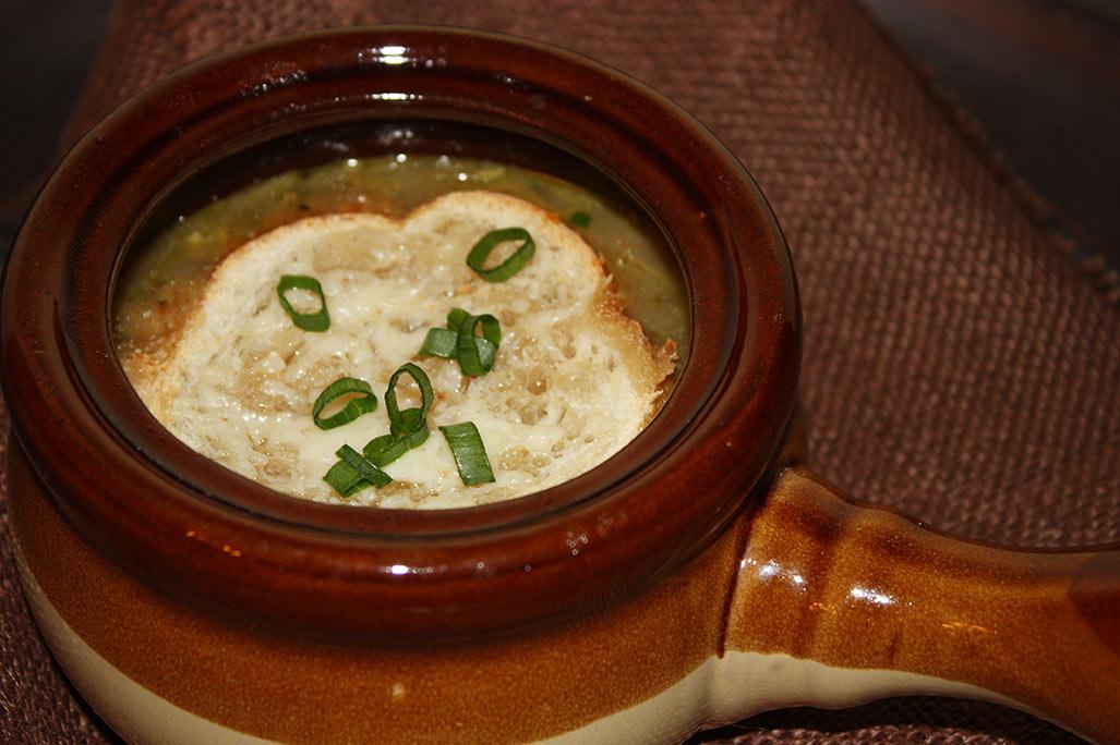 Sopa de cebola com vinho branco