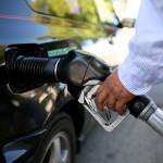 A maioria dos postos de gasolina independentes vende o galão por US$ 1,99, segundo o site Gas Buddy.com