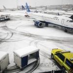 No Aeroporto Internacional de Newark, 175 saídas e 149 chegadas foram canceladas até às 8 horas da manhã, na quinta-feira (5)
