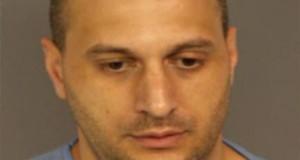 O ex-agente da Imigração, John Freehauf, de 37 anos, confessou a culpa com relação à acusação de saber e intencionalmente conspirar para distribuir 50 gramas de anfetamina