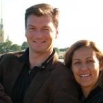 O casal Bruce Beresford Redman e Mônica Burgos, de 42 anos, viajou ao balneário mexicano de Cancun com os dois filhos na tentativa de salvar o casamento, em 2010