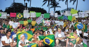 Manifestação de brasileiros em Miami em 2014, quando da Copa do Mundo realizada no Brasil; Domingo (15) tem mais (Foto: AcheiUsa)