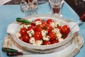 Mussarela (bocconcini) marinado com tomate