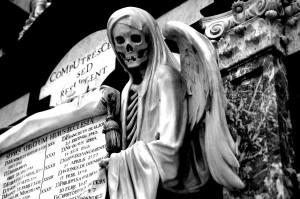 cemiterio 3 300x199 Enterro em Novo Cruzeiro