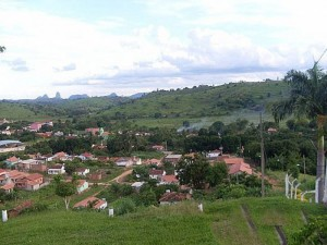 Os pais de Wesley Celistrino foram localizados em Ferruginha (detalhe), distrito da cidade de Conselheiro Pena (MG), que possui pouco mais de 2 mil habitantes
