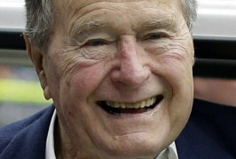 Republicano George Bush anuncia voto em Hillary
