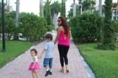 Brasileira deportada perde contato com filha na Flórida