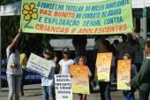 Placas alertam turistas contra prostituição infantil no Brasil