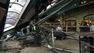 O trem não parou na estação terminal Lackawanna, em Hoboken, e chocou-se contra a plataforma de concreto, causando a morte da brasileira Fabíola Bittar de Kroon (Foto: Travelandleisure.com)