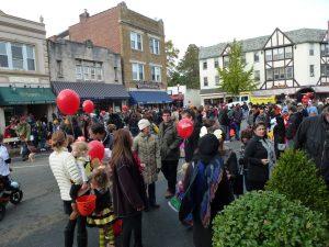 O tradicional desfile de Halloween na cidade de Maplewood, em 2013