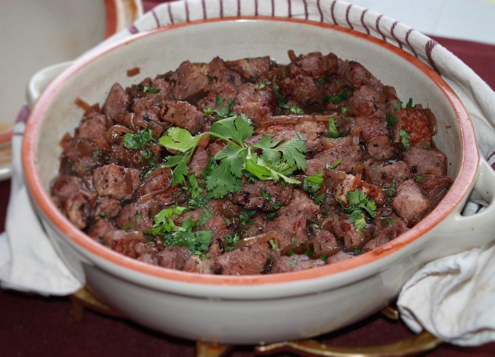 carne de porco com coentro e vinho Afelia Carne de porco com coentro seco e vinho – Afelia