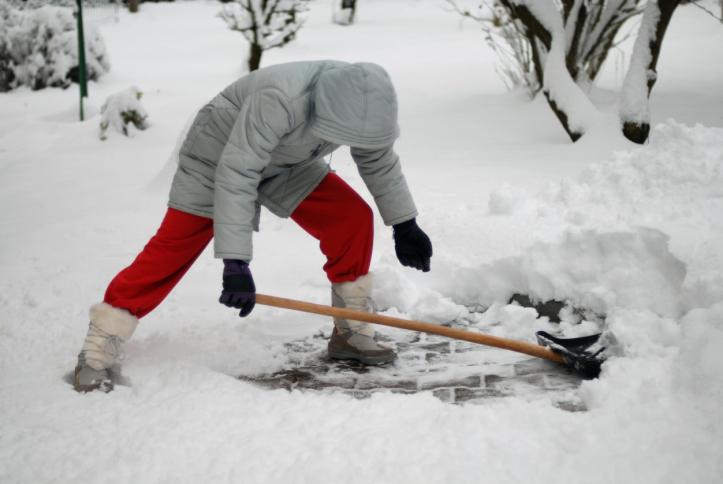 Foto8 Retirando neve New Jersey poderá ter entre 2 a 6 polegadas de neve
