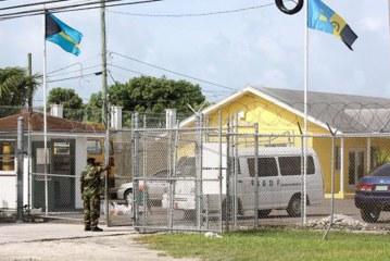 Brasileiros têm acesso a prostitutas e drogas em prisão nas Bahamas