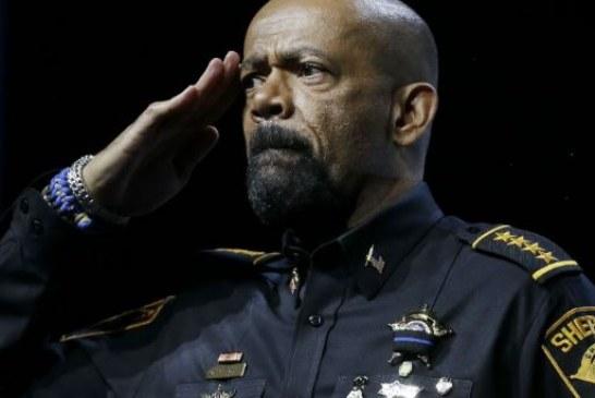 Milwaukee protestacontra xerife que combate imigração ilegal