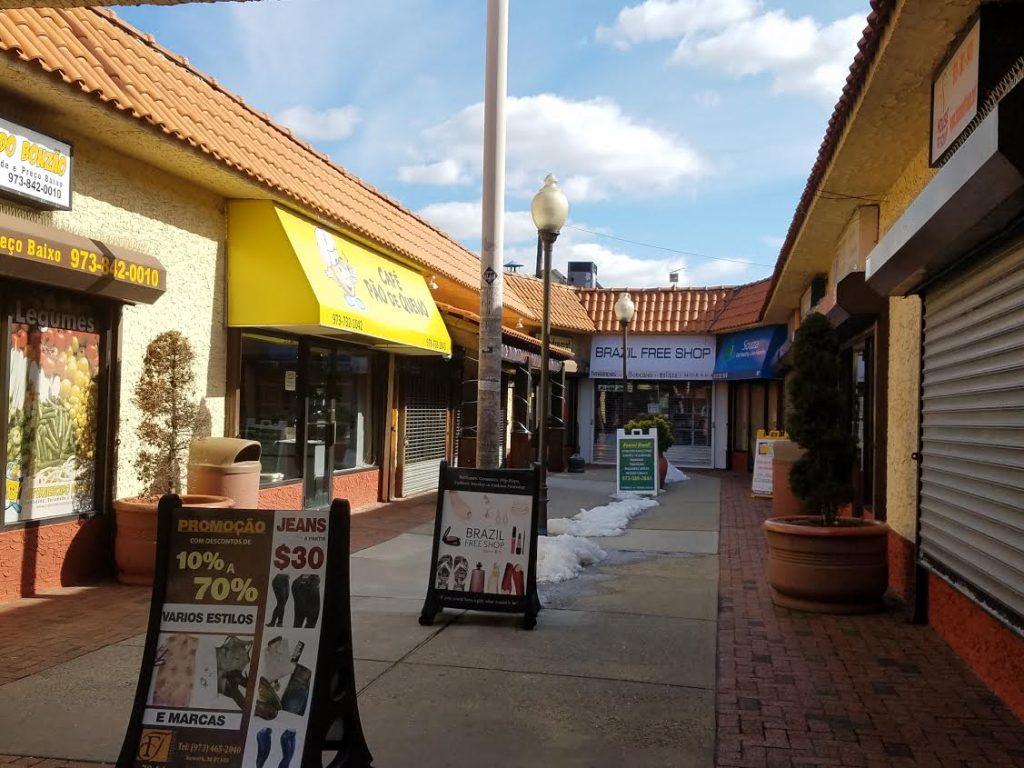 """Foto7 Mall da Adams  1024x768 Comércio brasileiro participa do protesto """"Um Dia Sem Imigrante"""", em Newark"""