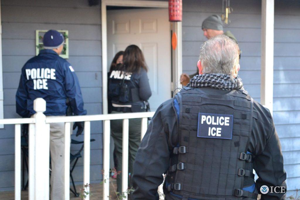 """Foto24 Agentes do ICE  1024x683 Indocumentados recebem treinamento """"contra deportação"""""""