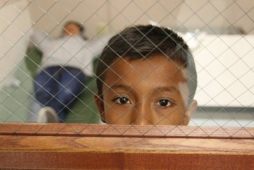 """Com medo de deportação, indocumentados """"passam"""" a guarda dos filhos"""