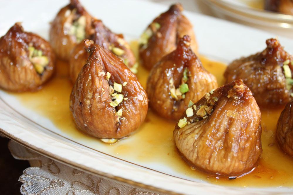 Doce de figo seco com pistache Doce de figo com pistache e gergelim