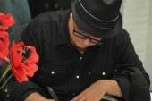"""Lançamento do """"Papoulas de Kandahar"""" lota galeria de arte em Newark"""
