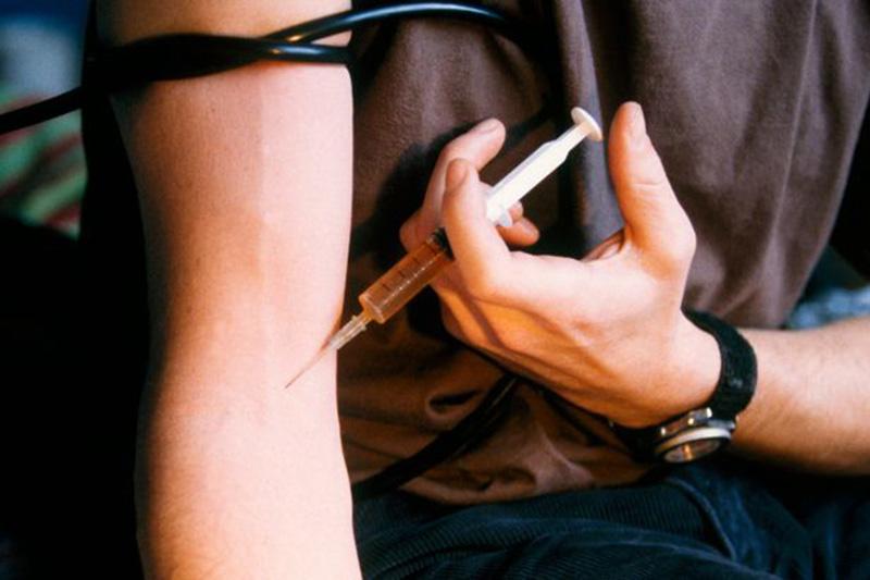 Foto21 Injetando Heroina Vício em drogas triplica casos de Hepatite C