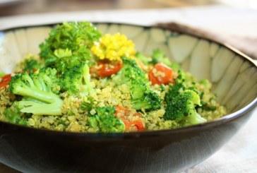 Quinoa com curry , brócolis e tomates