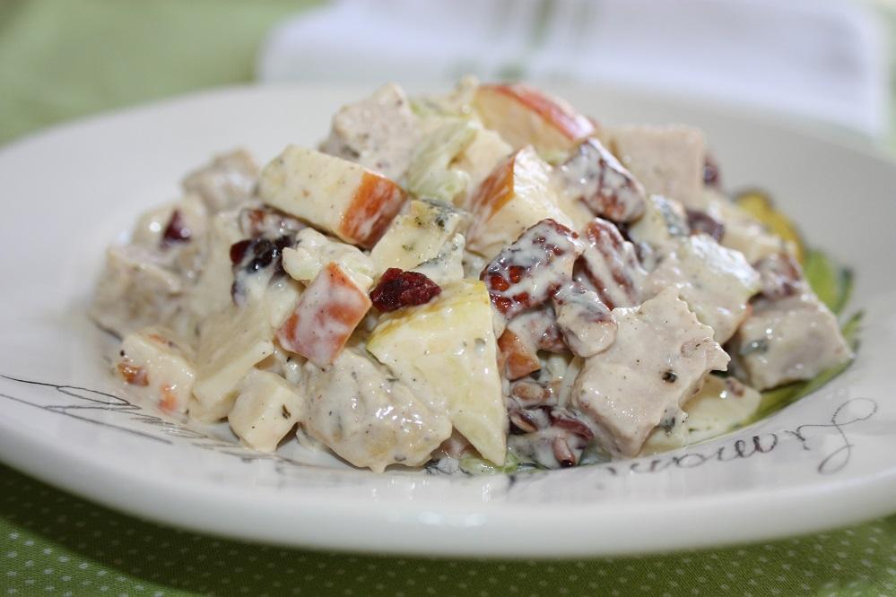 Salada de lombinho com queijo maçã e uva passa Salada de lombinho com queijo, maçã e uva passa