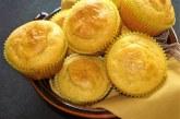 Muffins de fubá com mostarda e ervas secas